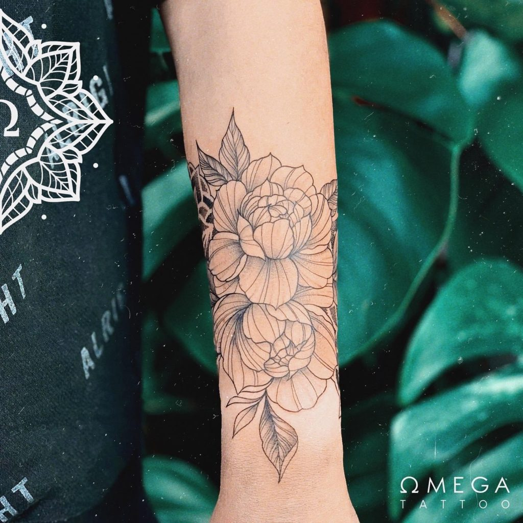 Fineline Blumen Tattoo