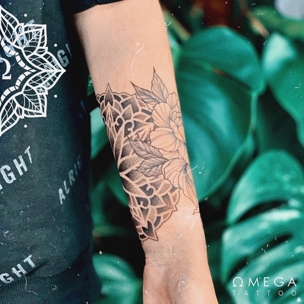 Fineline Blumen Mandala Tattoo