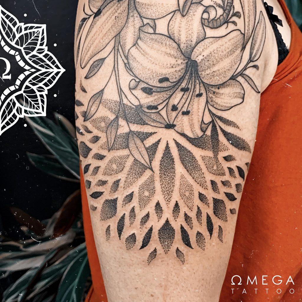 Lilien Tattoo mit Mandala